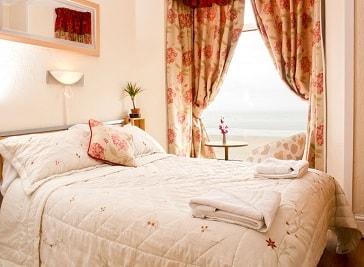 Leonardos Guest House in Swansea